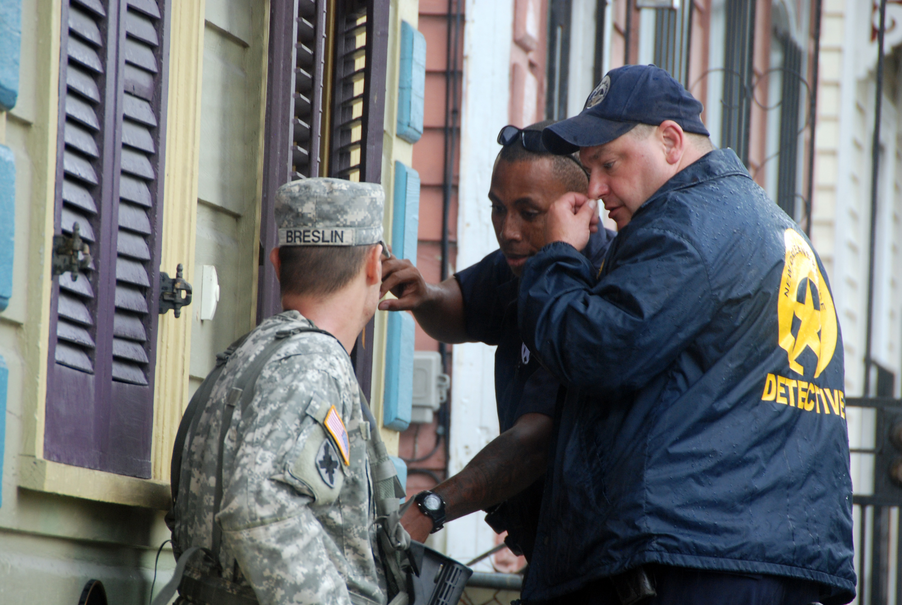 File u s army spc peter h breslin left with the 1st for Police orleans