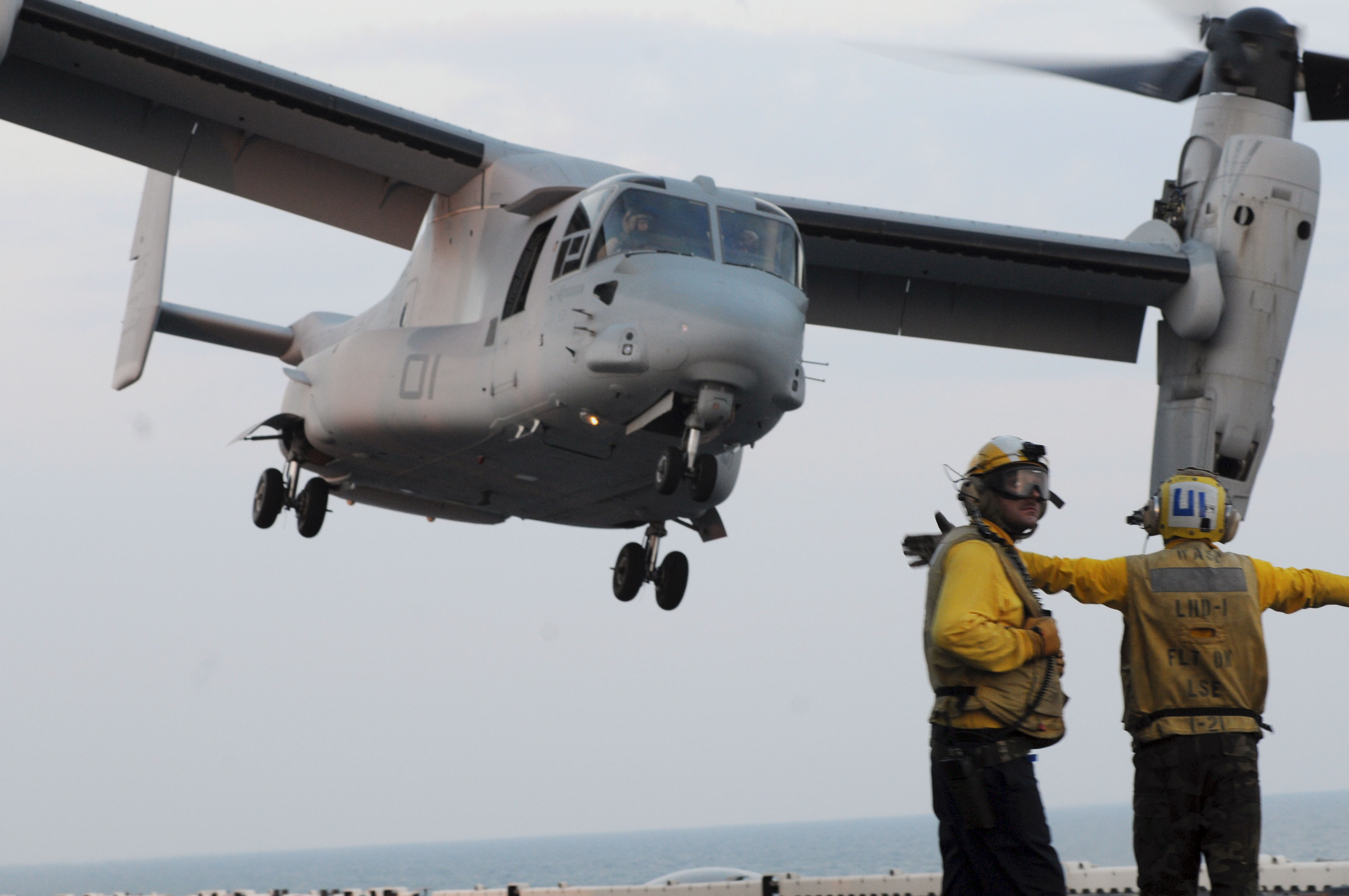 file us navy 100618 n 3852a 004 sailors guide a marine corps v 22 rh commons wikimedia org v-22 osprey operator's manual V 22 Osprey in Combat