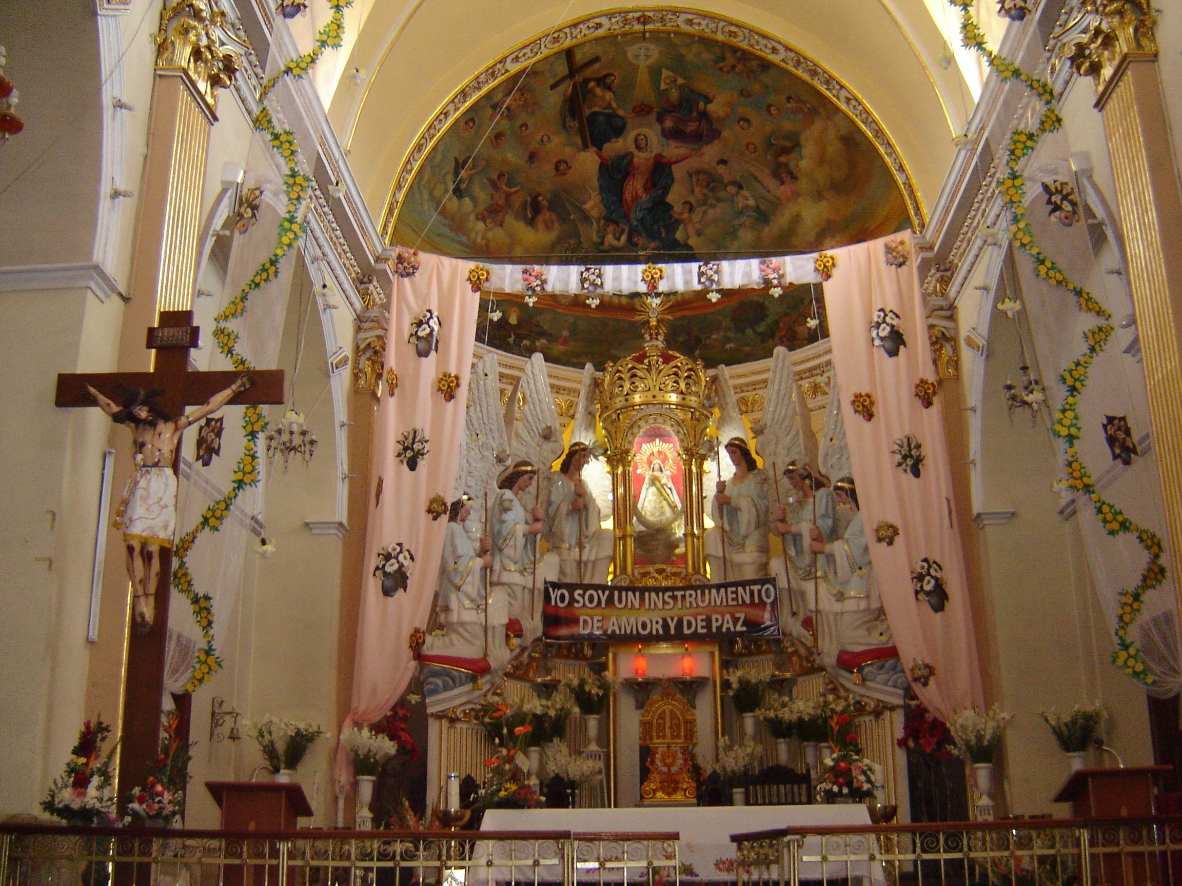 Decoracion De Altar De Virgen De Urkupi?a ~ File Virgen Mar?a de Urqupi?a en su altar JPG  Wikimedia Commons