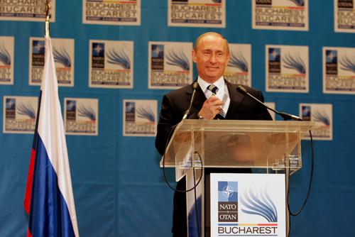 Wladimir Putin 2008 auf dem NATO-Gipfel in Bukarest