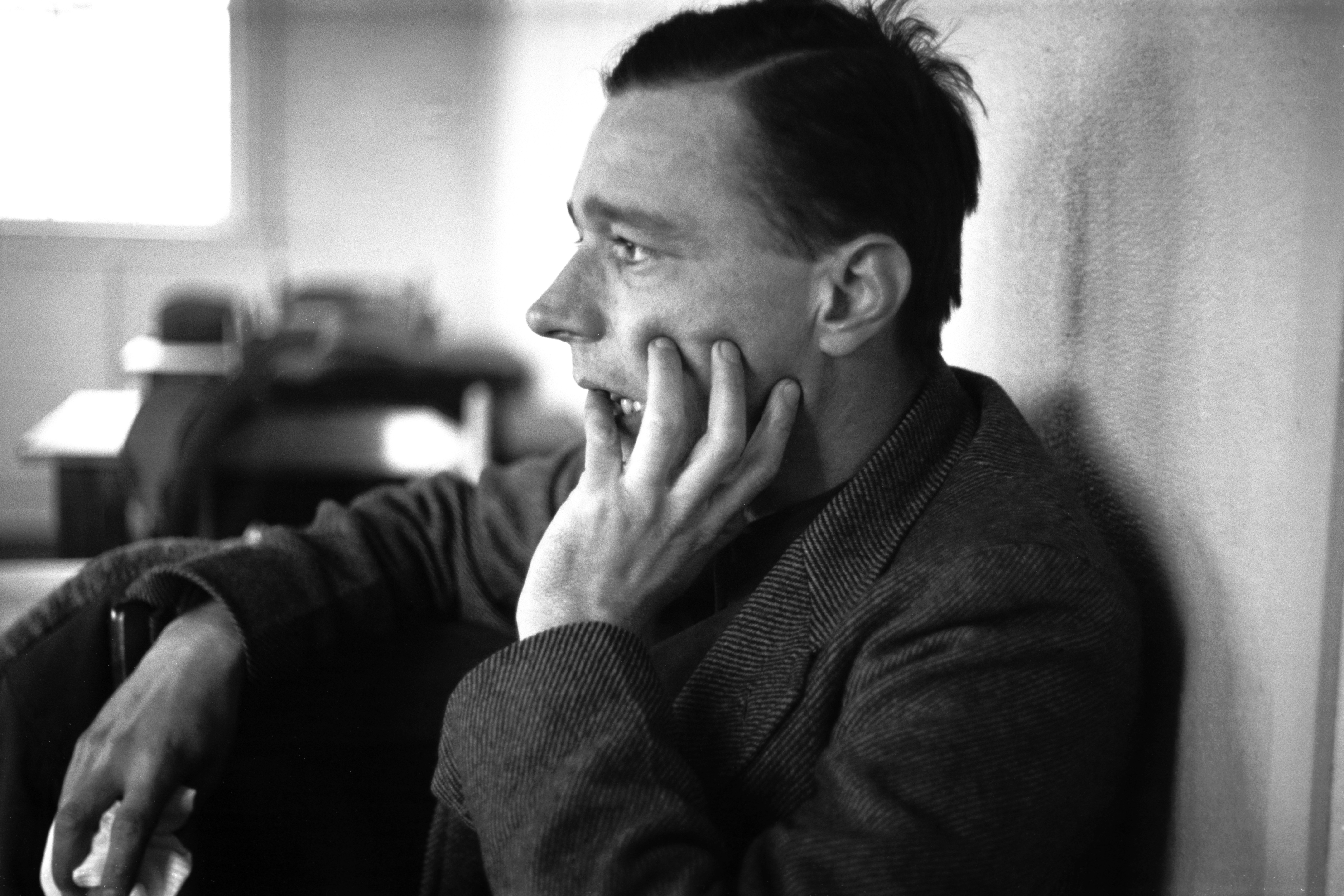 <small>Walker Evans in 1937</small>