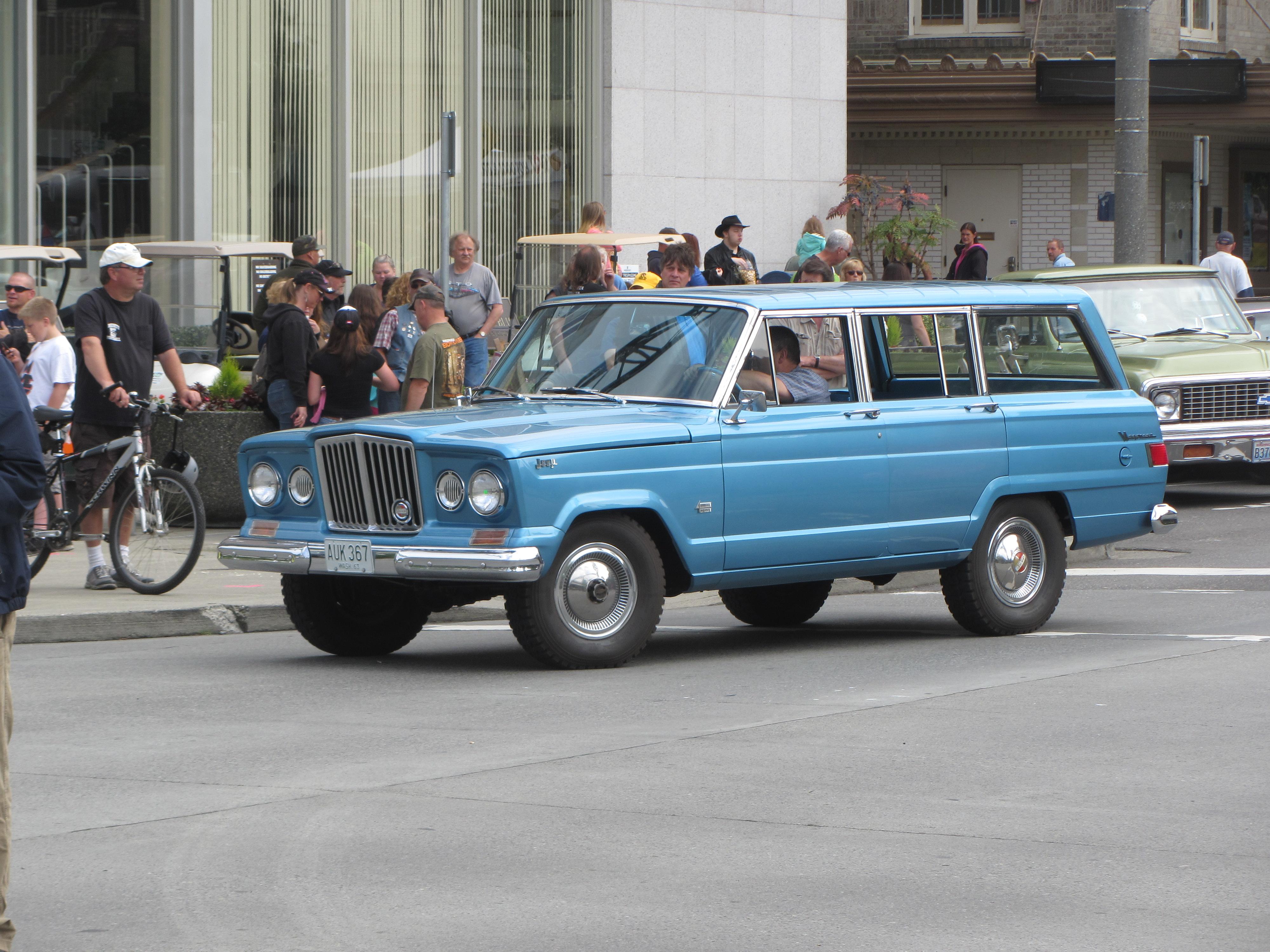 1963-64_Kaiser_Jeep_Wagoneer_%2820190355