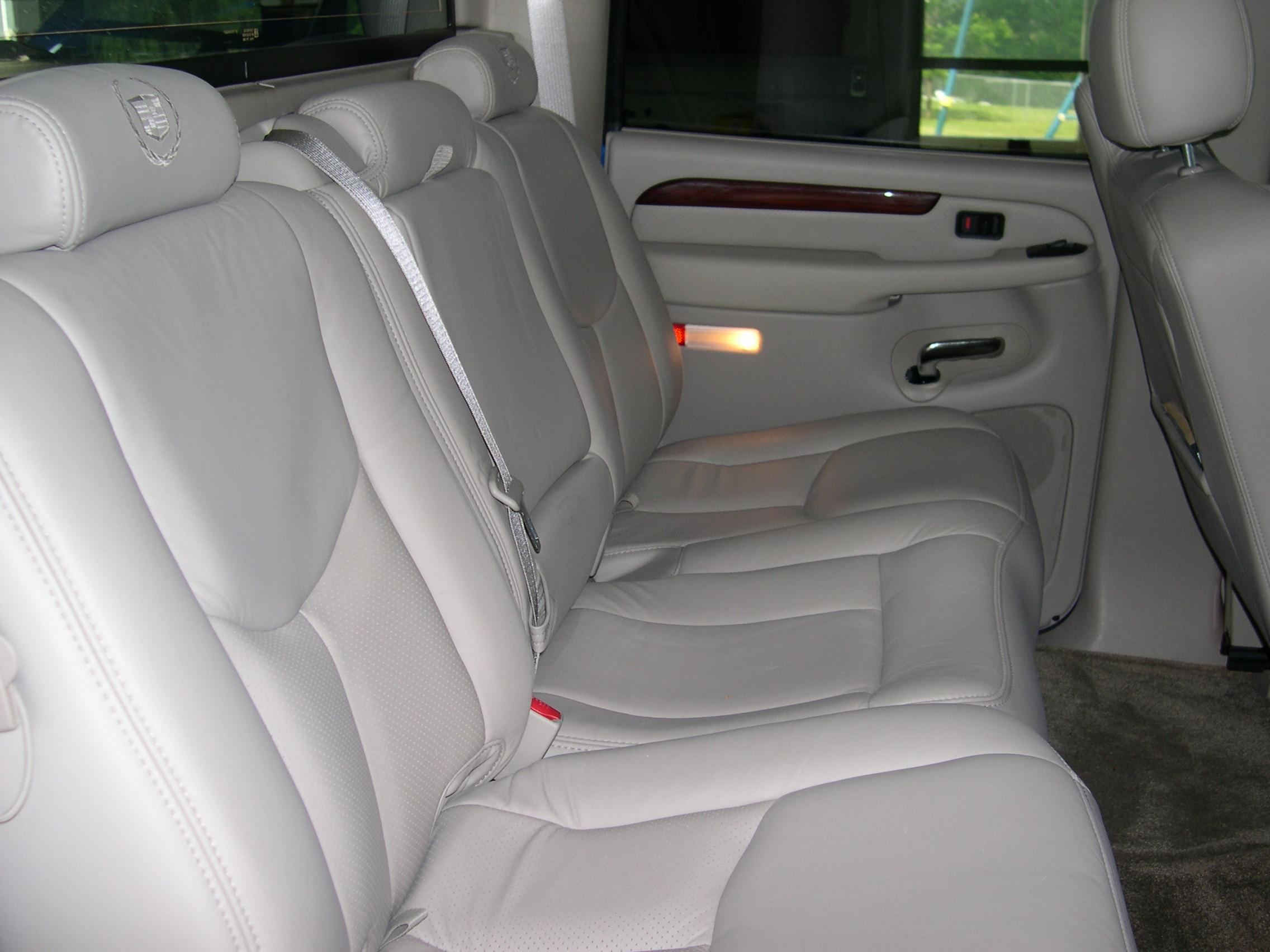 File 2003 cadillac escalade ext rear seats jpg