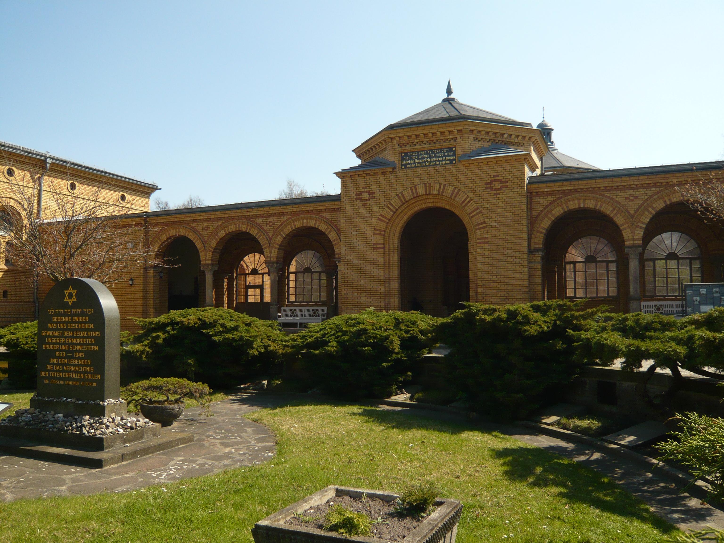 File:2010-04-18 673 Jüdischer Friedhof - fec AMA.B.JPG
