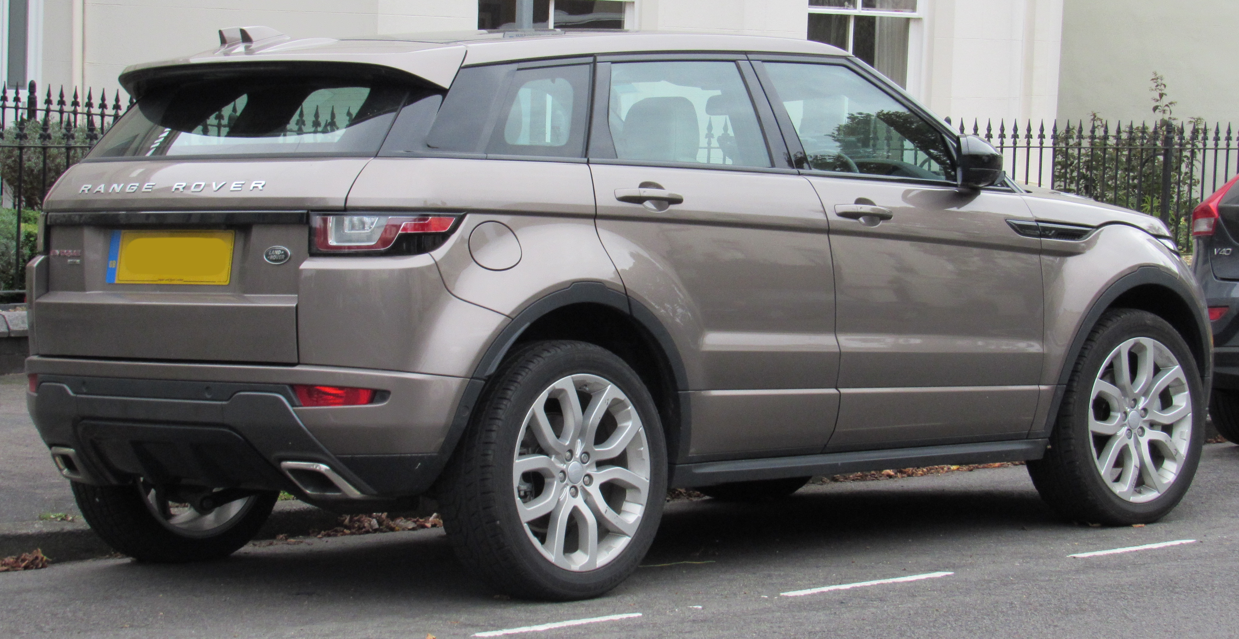 Range Rover Evoque HSE (photo courtesy of Vauxford)