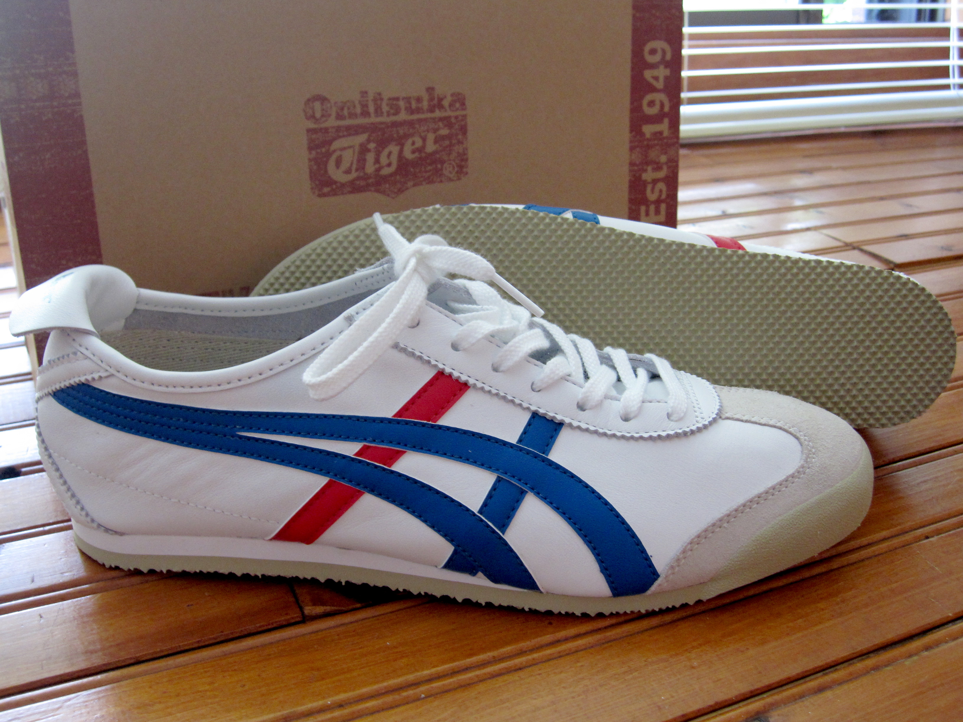 brand new dd5c5 d43c9 File:ASICS.Onitsuka Tiger.Mexico 66.White.Blue.Red.JPG ...