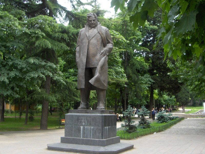 File:A statue between the hotel and the US Embassy in Tbilisi, Georgia.jpg