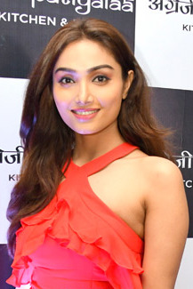 Aishwarya Devan graces the launch of the new resto-bar Angrezi Patiyaala (10) (cropped).jpg