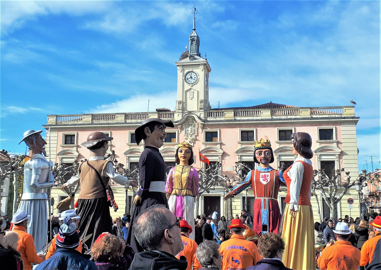Gigantes Y Cabezudos De Alcalá De Henares Wikipedia La Enciclopedia Libre