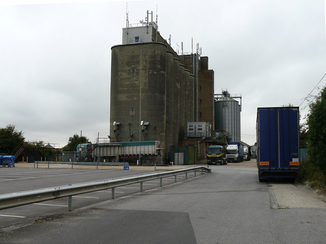 File:Andover - Grain Silo - geograph.org.uk - 564850.jpg