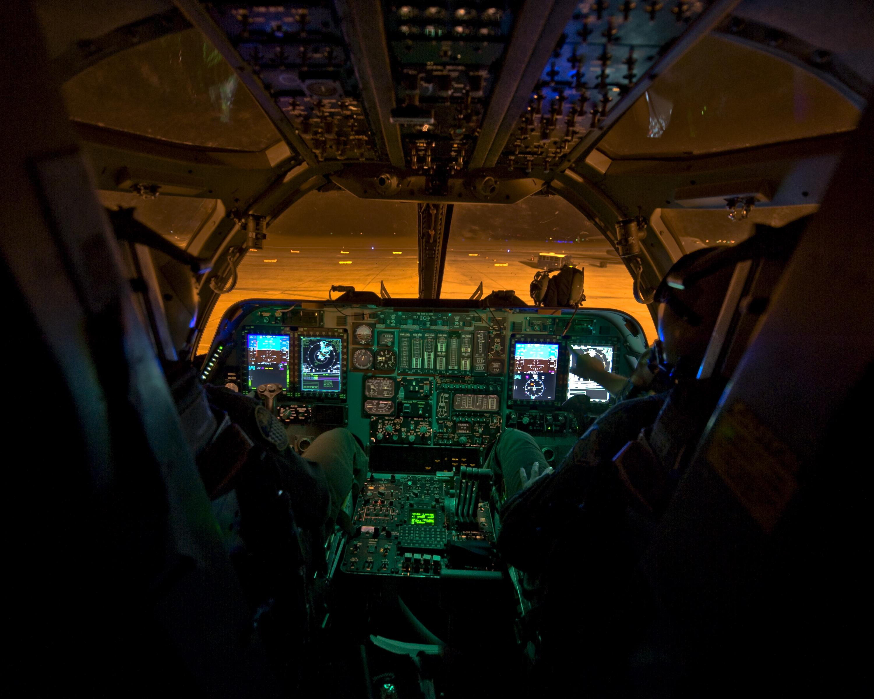 Cockpit Video From Inside A US Air Force B1B Lancer As