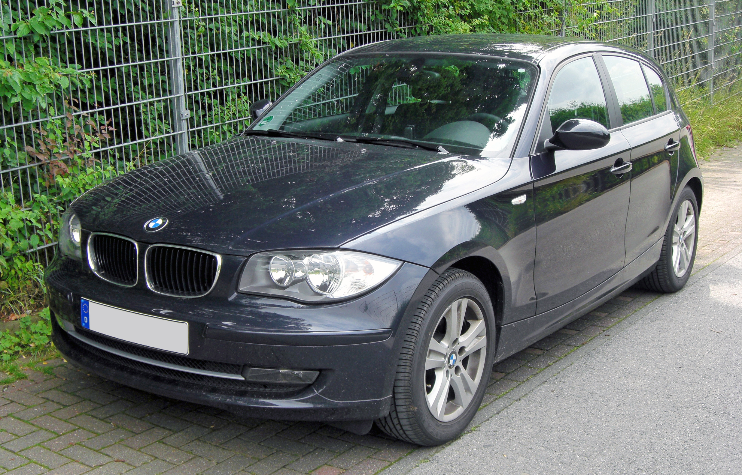 file bmw 118d facelift 20090628 front jpg wikimedia commons. Black Bedroom Furniture Sets. Home Design Ideas