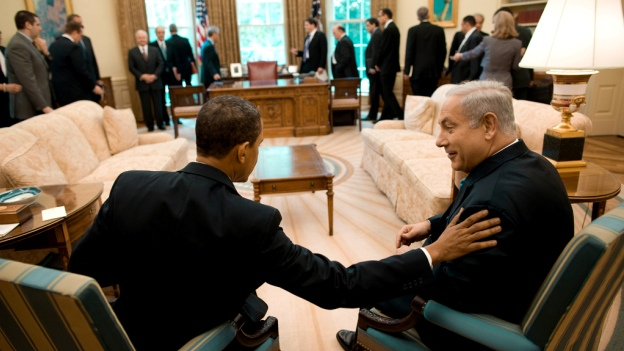 Bestand:Barack Obama with Benjamin Netanyahu in the Oval Office 5-18-09 1.jpg