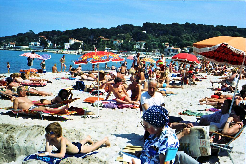 File Cannes Beach 1980 2 Jpg
