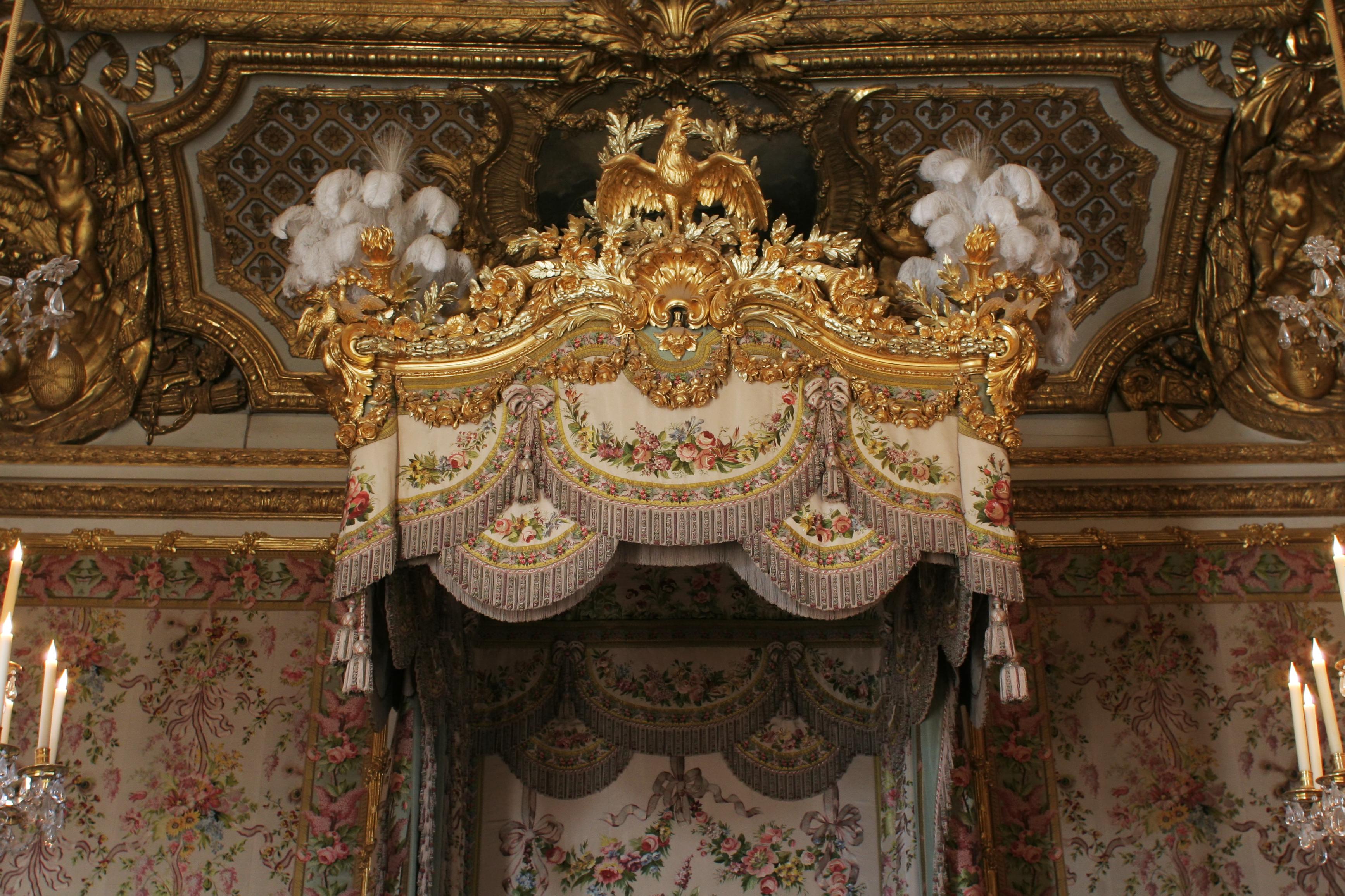 File ch teau de versailles chambre de la reine lit 03 for Chambre de la reine