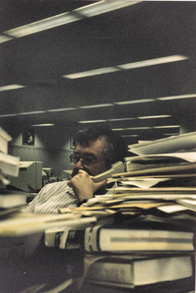 Chuck Neubauer in the old Chicago Sun-Times newsroom in 1998.jpg