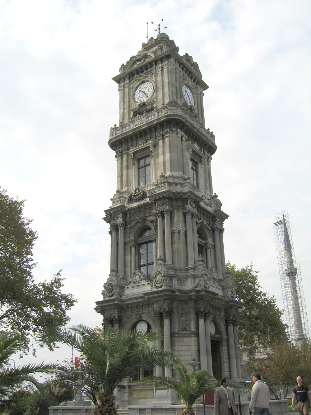 File:Clock Tower Dolmabahce.JPG - Wikimedia Commons