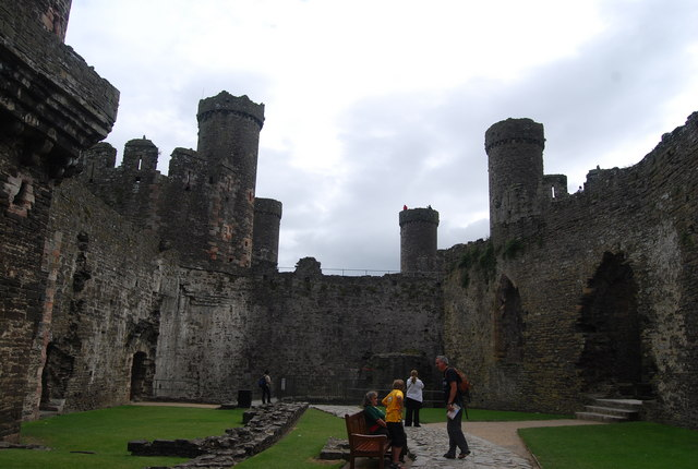 File:Conwy Castle - The Outer Ward - geograph.org.uk - 1481556.jpg