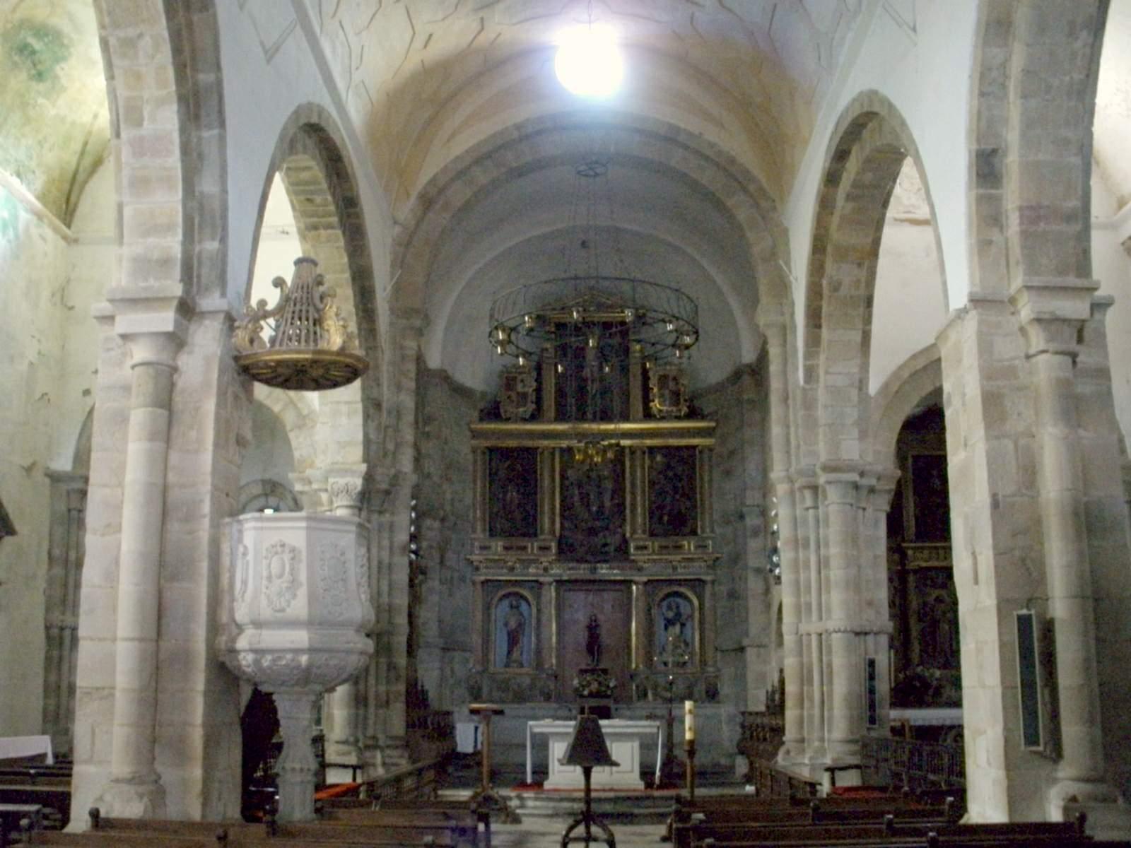 File:Cornellana - Monasterio de San Salvador, interior de la ...