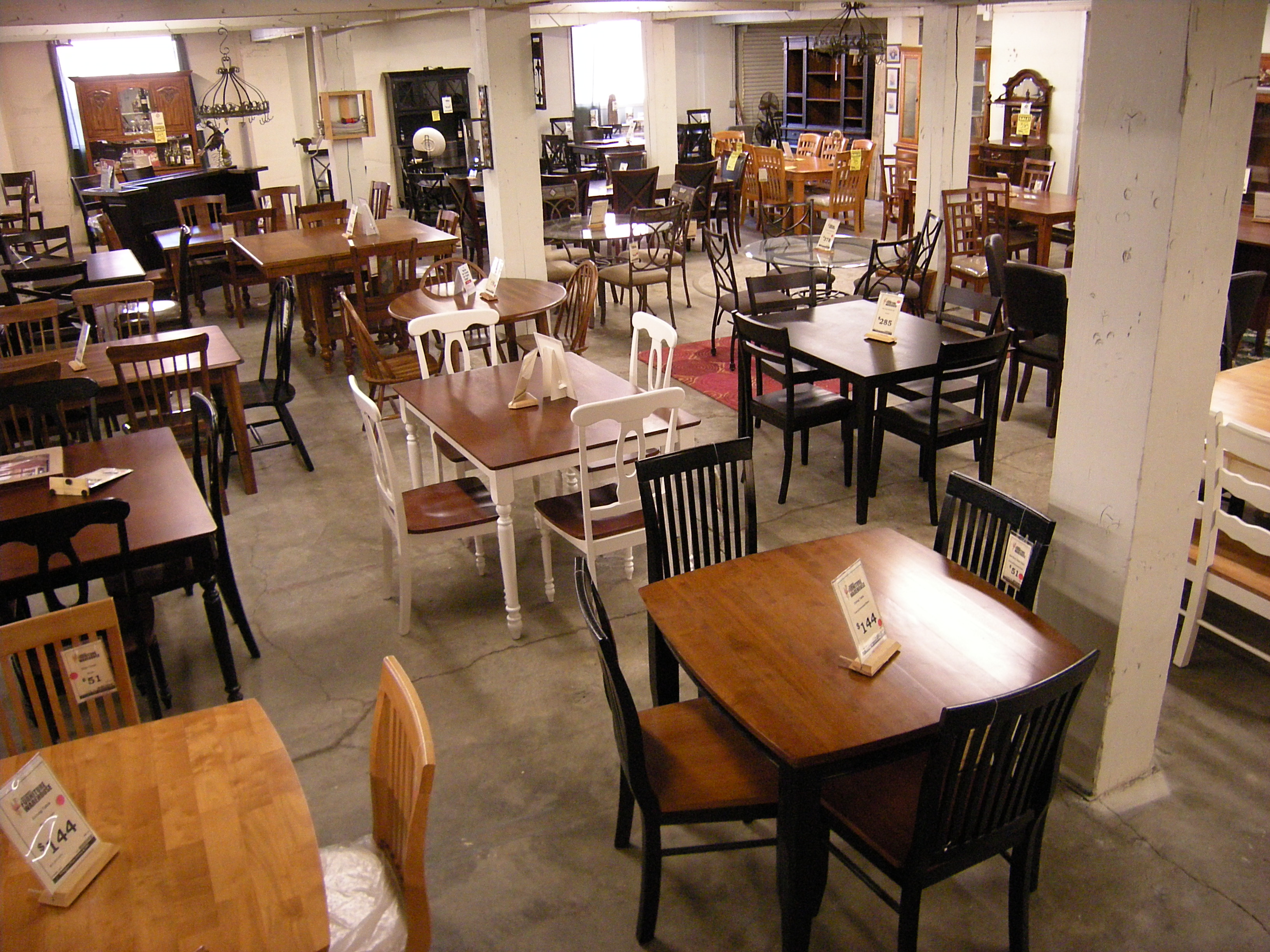 File Everett Designer s Furniture Warehouse interior