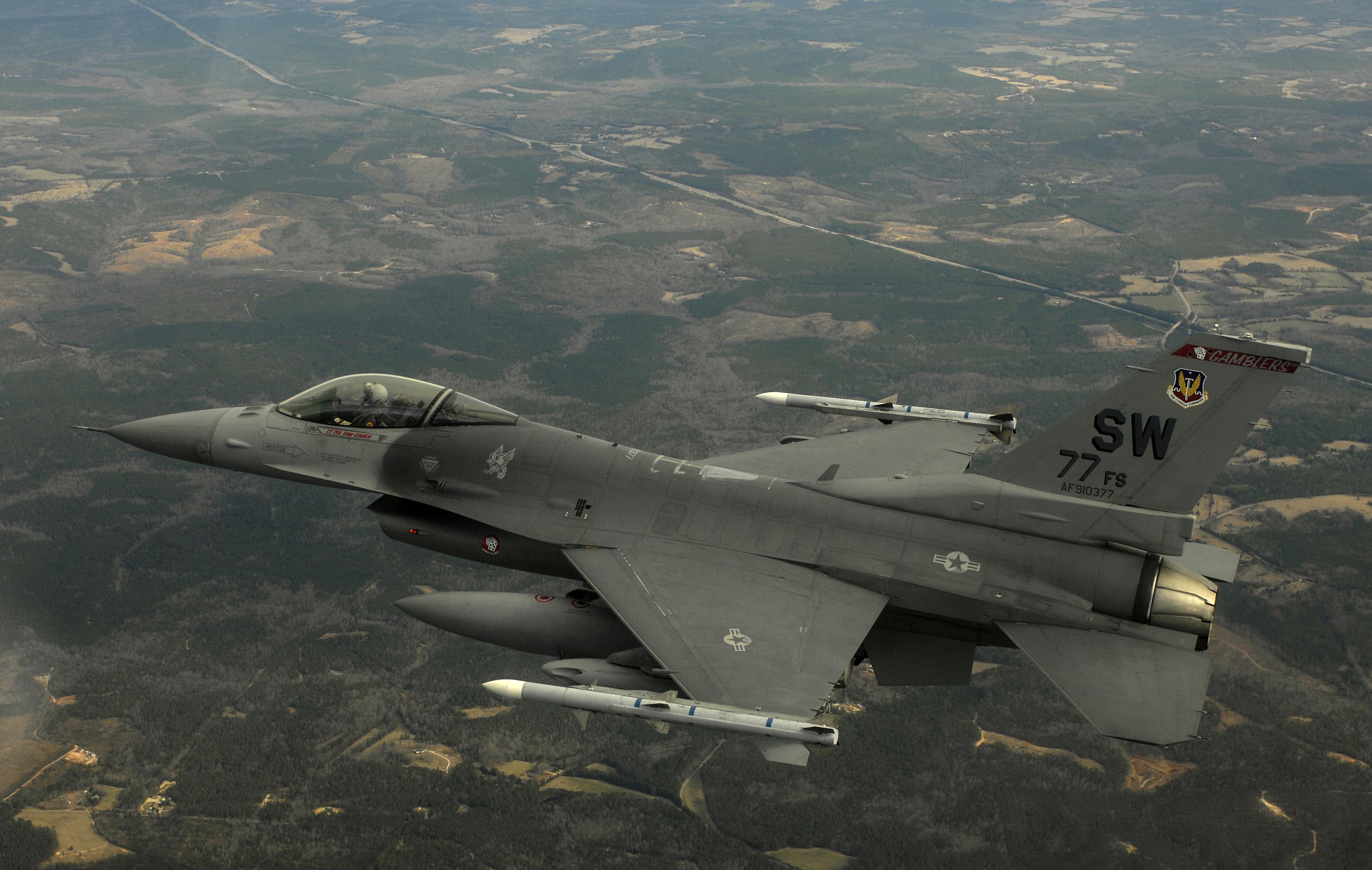 http://upload.wikimedia.org/wikipedia/commons/9/97/F-16CJ_Fighting_Falcon.jpg
