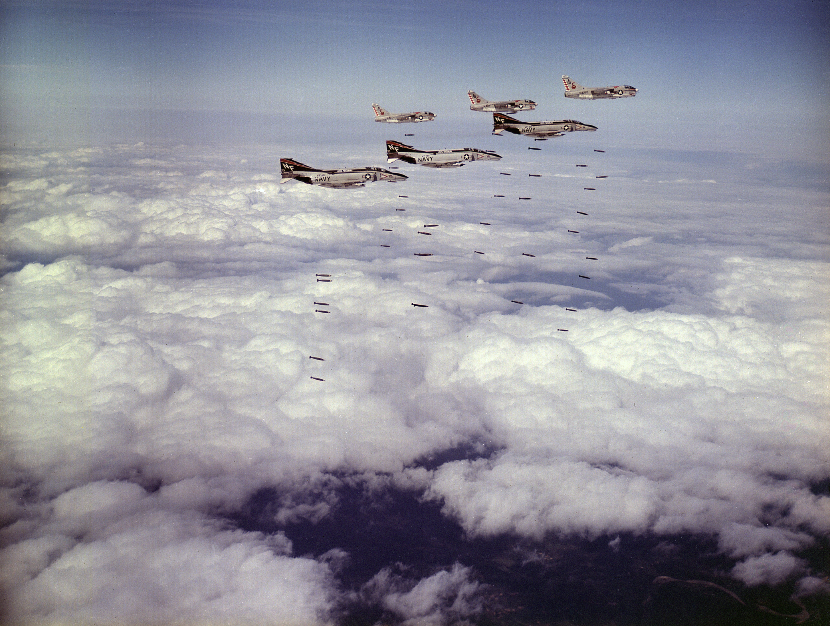 https://upload.wikimedia.org/wikipedia/commons/9/97/F-4B_Phantoms_of_VF-161_and_A-7C_Corsairs_of_VA-86_drop_bombs_on_Vietnam_in_March_1973.jpg