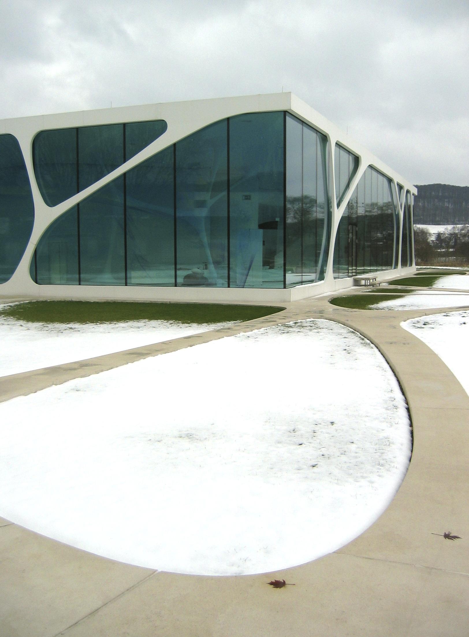 file glaskoch herste leonardo glass cube 2010 wikimedia commons. Black Bedroom Furniture Sets. Home Design Ideas