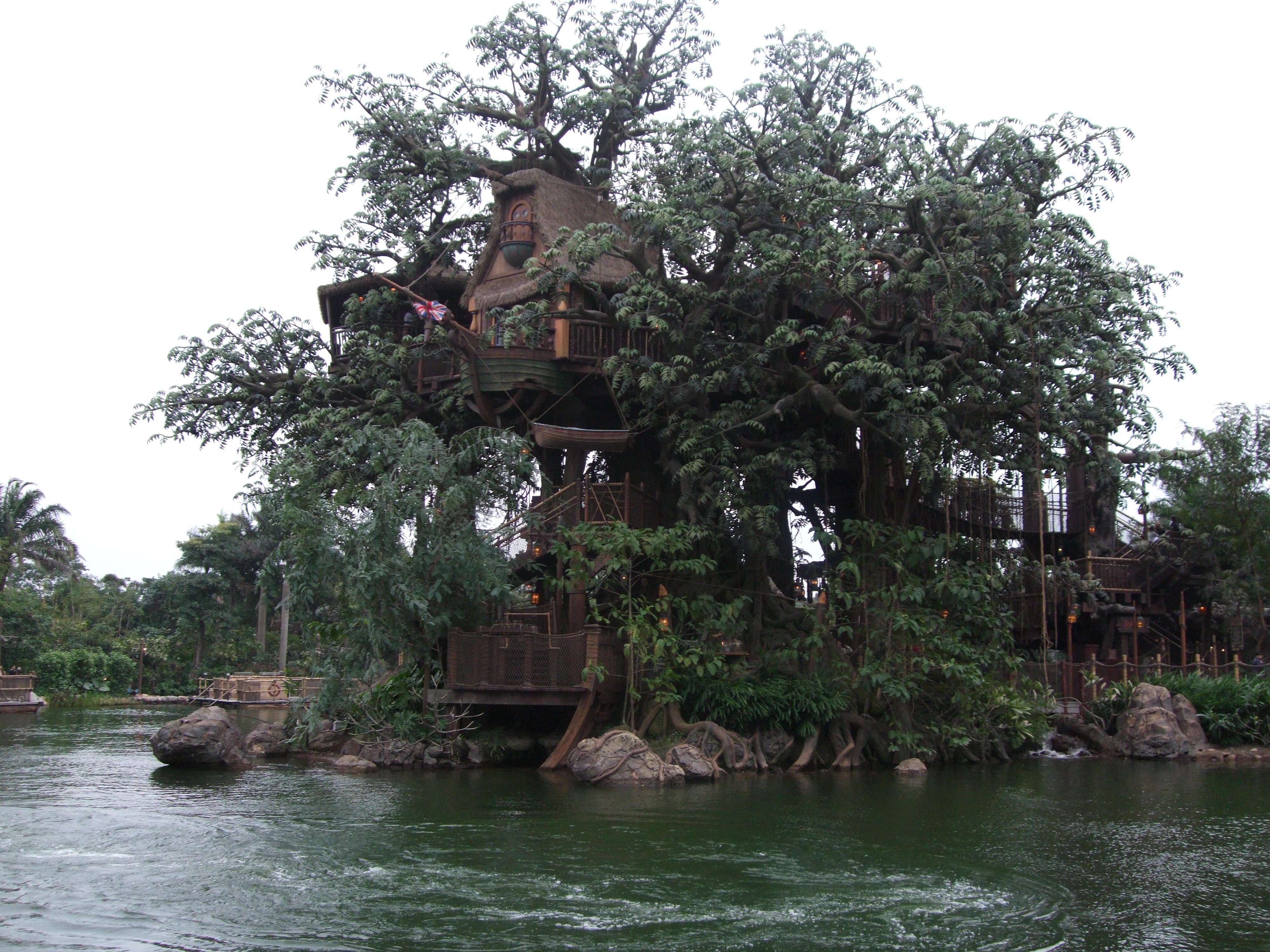 File Hkdl Tarzan 39 S Wikipedia