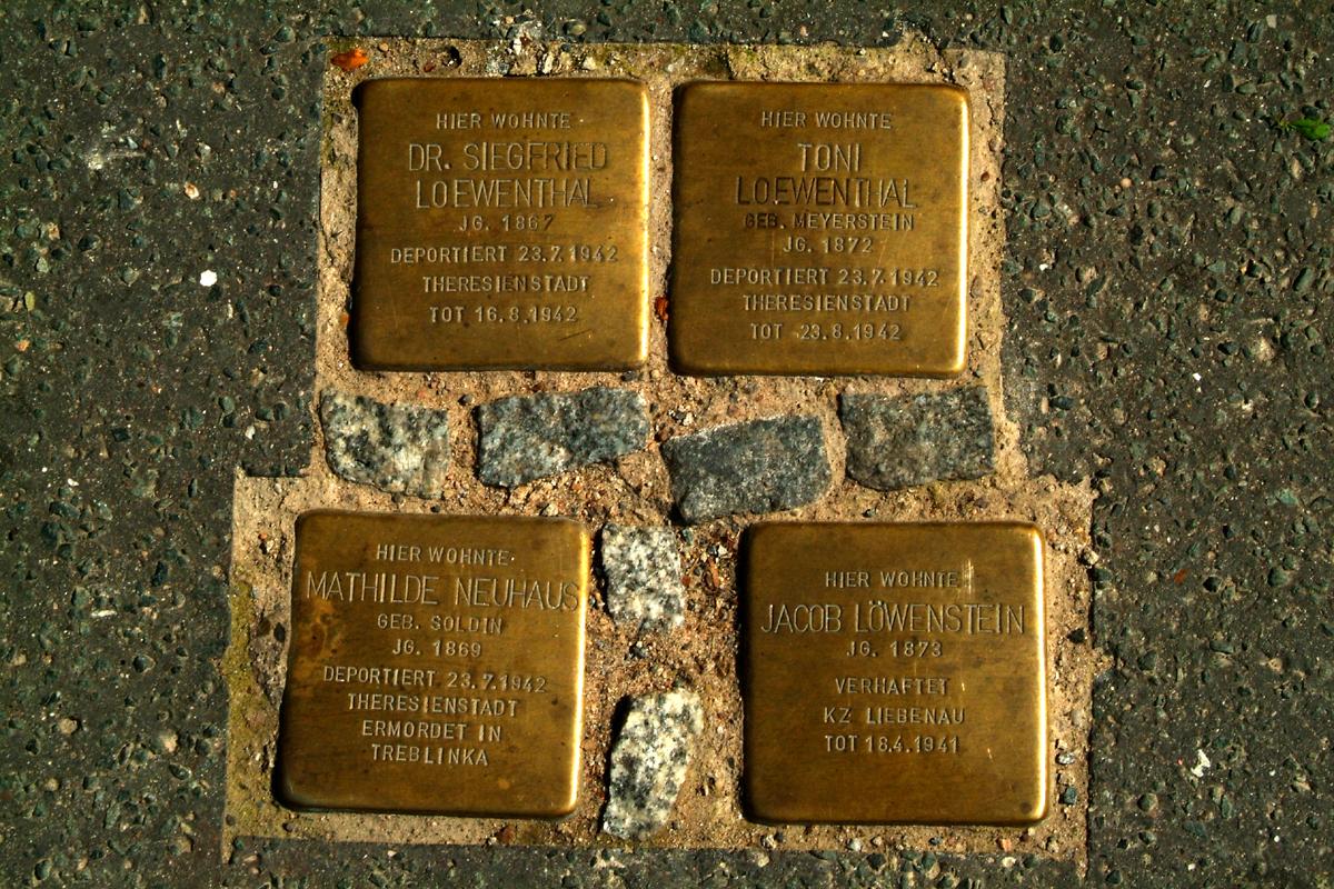 Harnischstraße 7 Hannover Stolpersteine Dr. Siegfried Loewenthal Toni geborene Meyerstein Jacob und Mathilde Neuhaus geborene Soldin.jpg