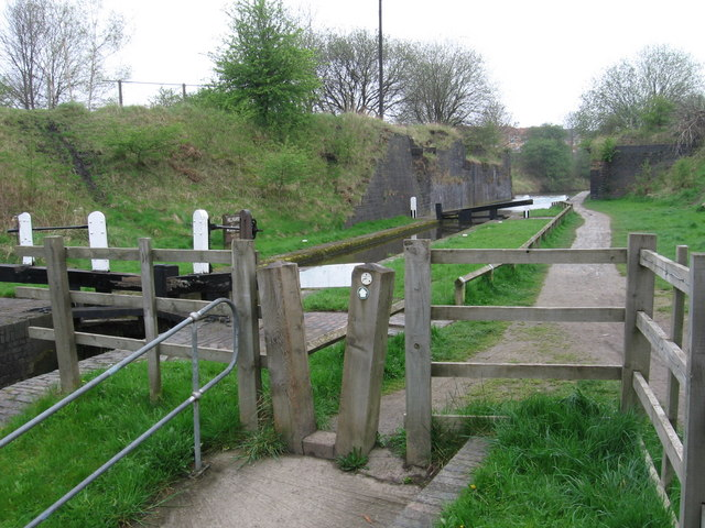Hollingwood - Hollingwood Lock - geograph.org.uk - 1256563