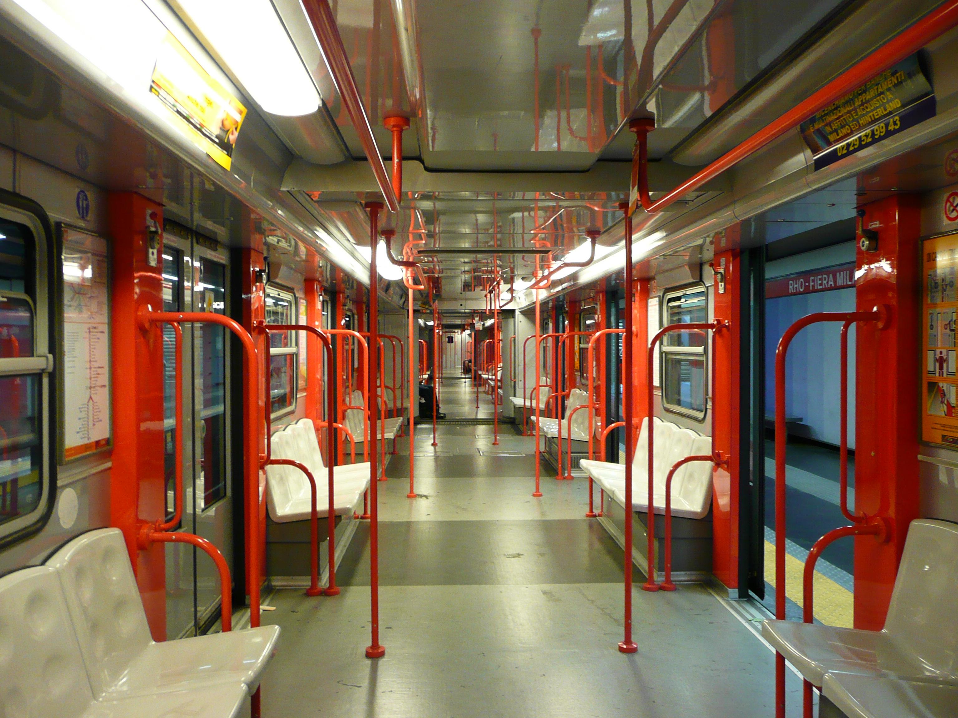 File Inside-Milan-Metr...