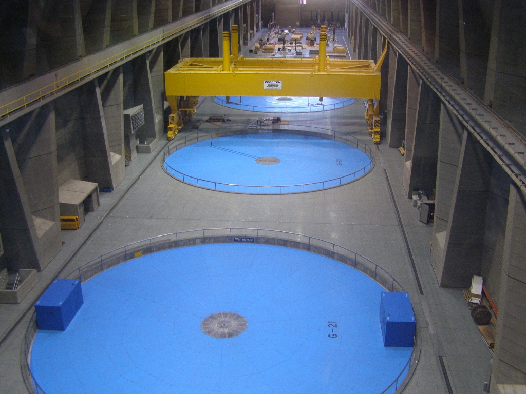 Third Power House (1457078183).jpg Big blue dust covers on top of huge generators. One unit can nearly power a city of 500,000 people. Many remain idle