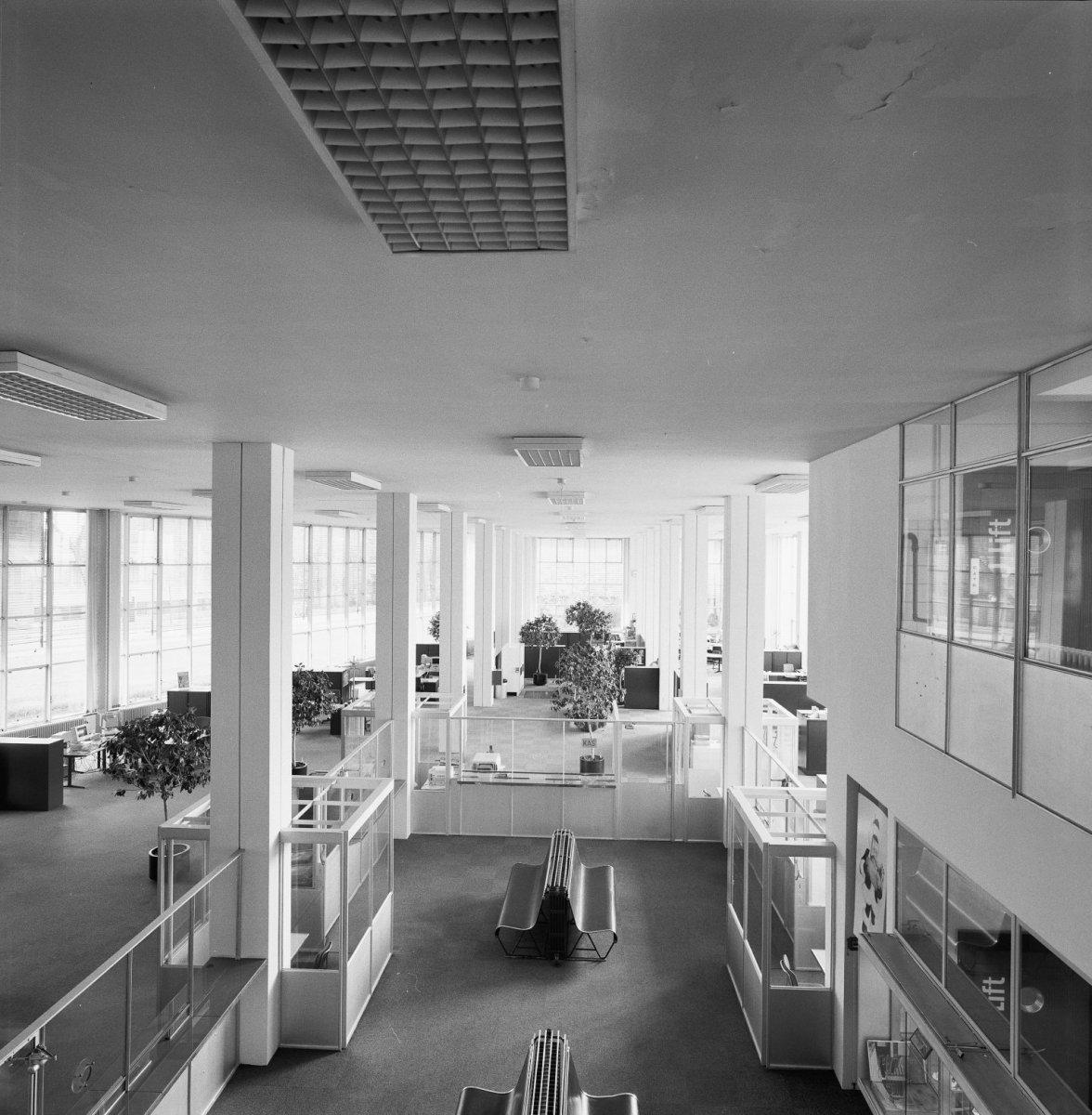File interieur overzicht gerenoveerde kantoorzaal met for Interieur rotterdam