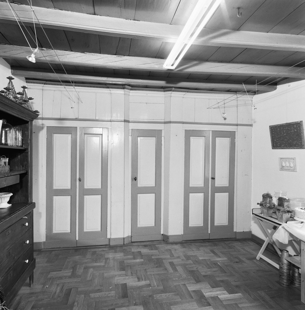 File:Interieur woonkamer, kastenwand met paneeldeuren - Schijndel ...