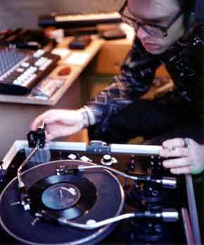 Janek Schaefer playing his Tri-Phonic Turntable 1997.jpg