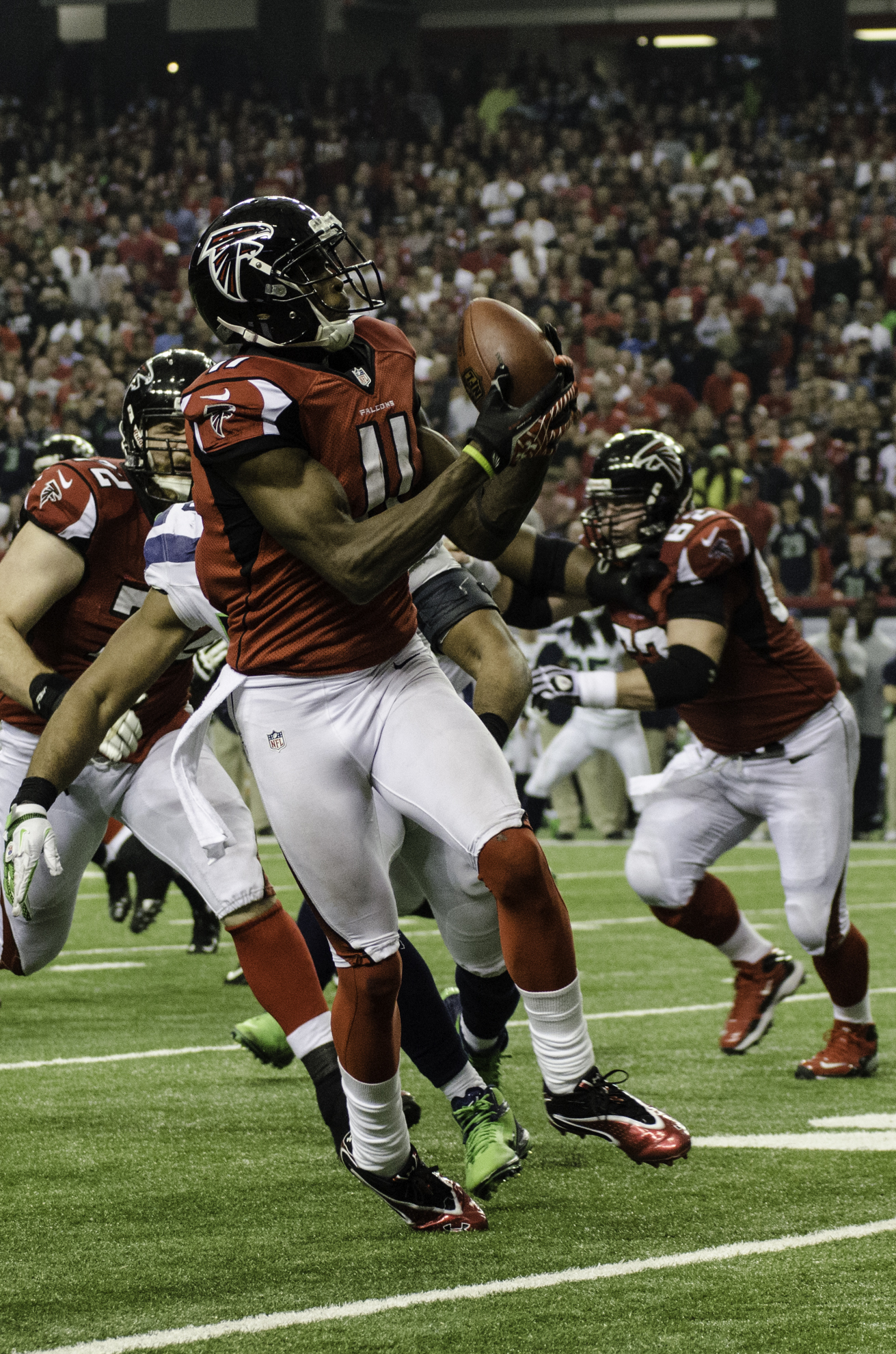 File Julio Jones catching a pass Wikimedia mons