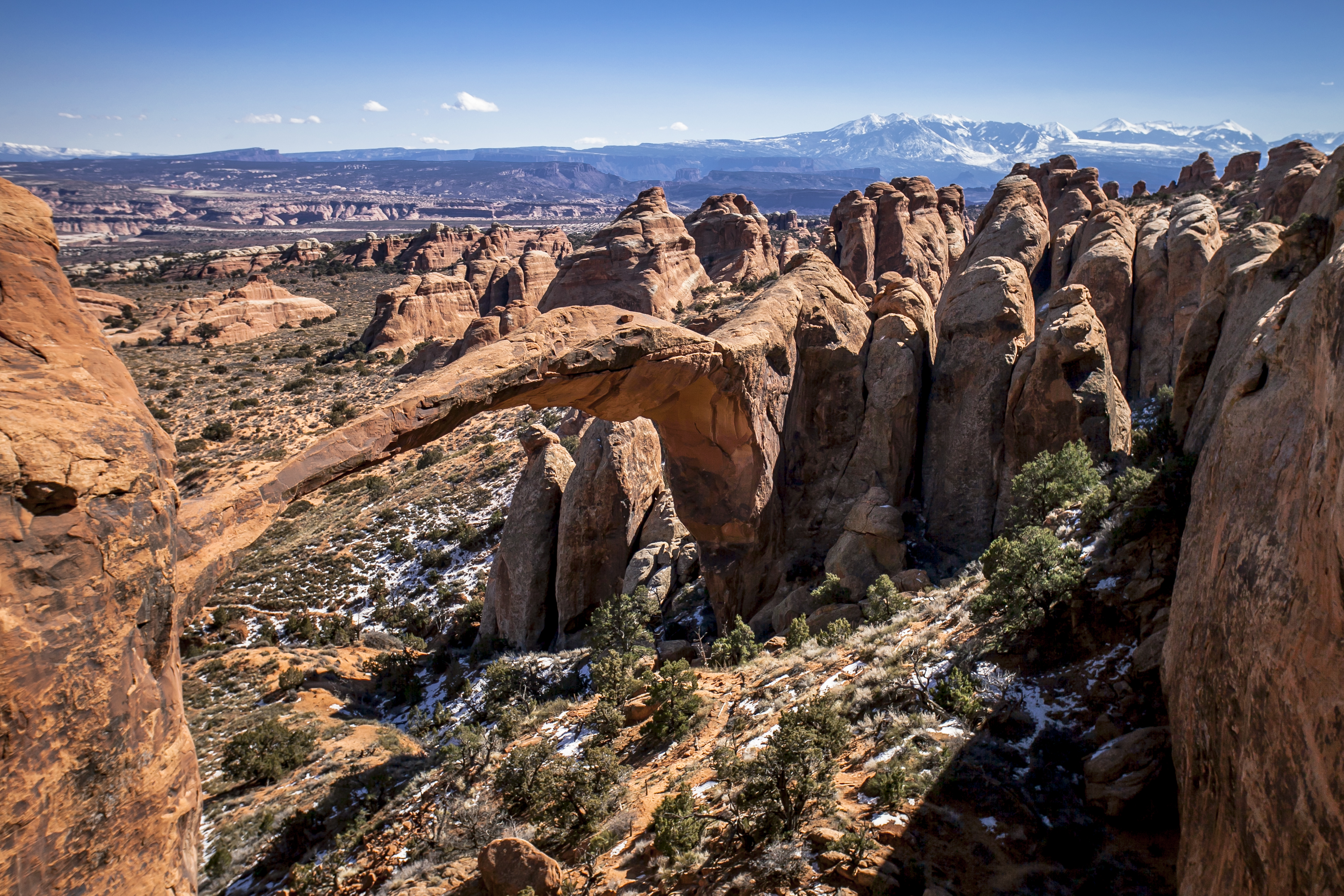 File Landscape Arch and LaSal Mountain