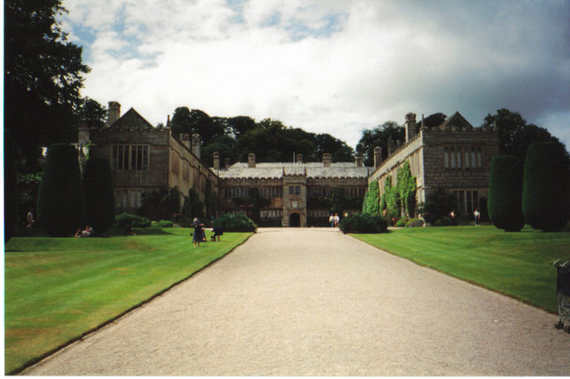 http://upload.wikimedia.org/wikipedia/commons/9/97/Lanhydrocks_from_the_gatehouse_-_geograph.org.uk_-_250432.jpg