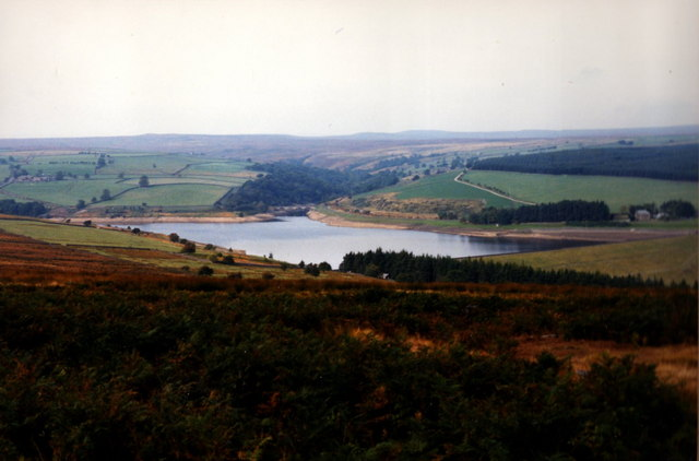 Leighton Reservoir - Early Autumn - geograph.org.uk - 139818