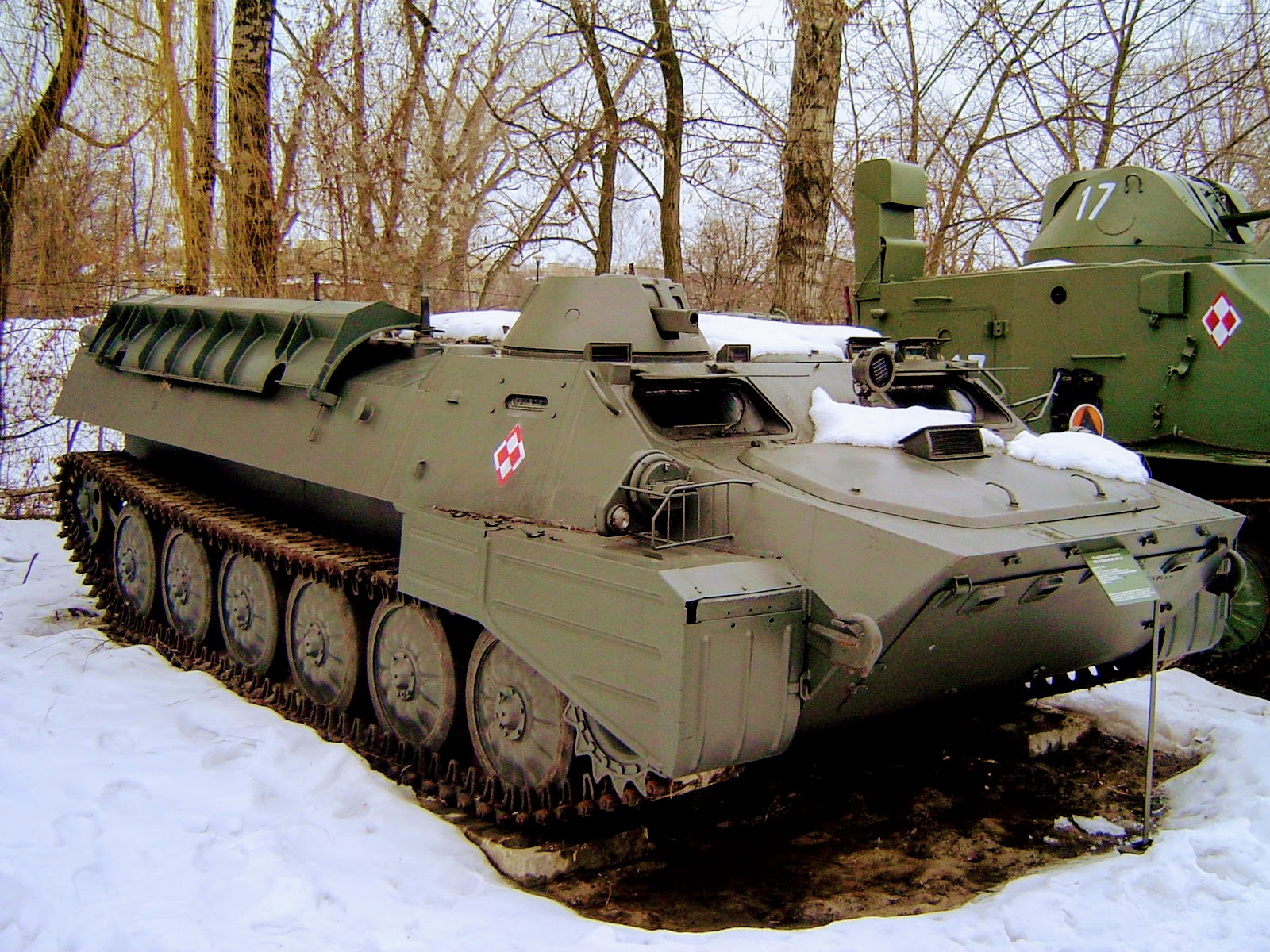 https://upload.wikimedia.org/wikipedia/commons/9/97/MT-LB_ze_zbior%C3%B3w_Muzeum_Wojska_Polskiego_w_Warszawie.jpg