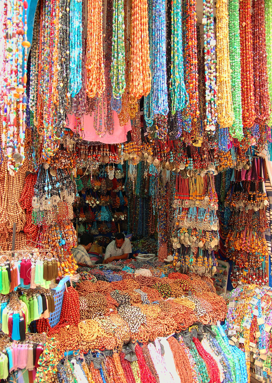 دُكَّان لبيع الخرز في مدينة الصُويرة في المغرب.