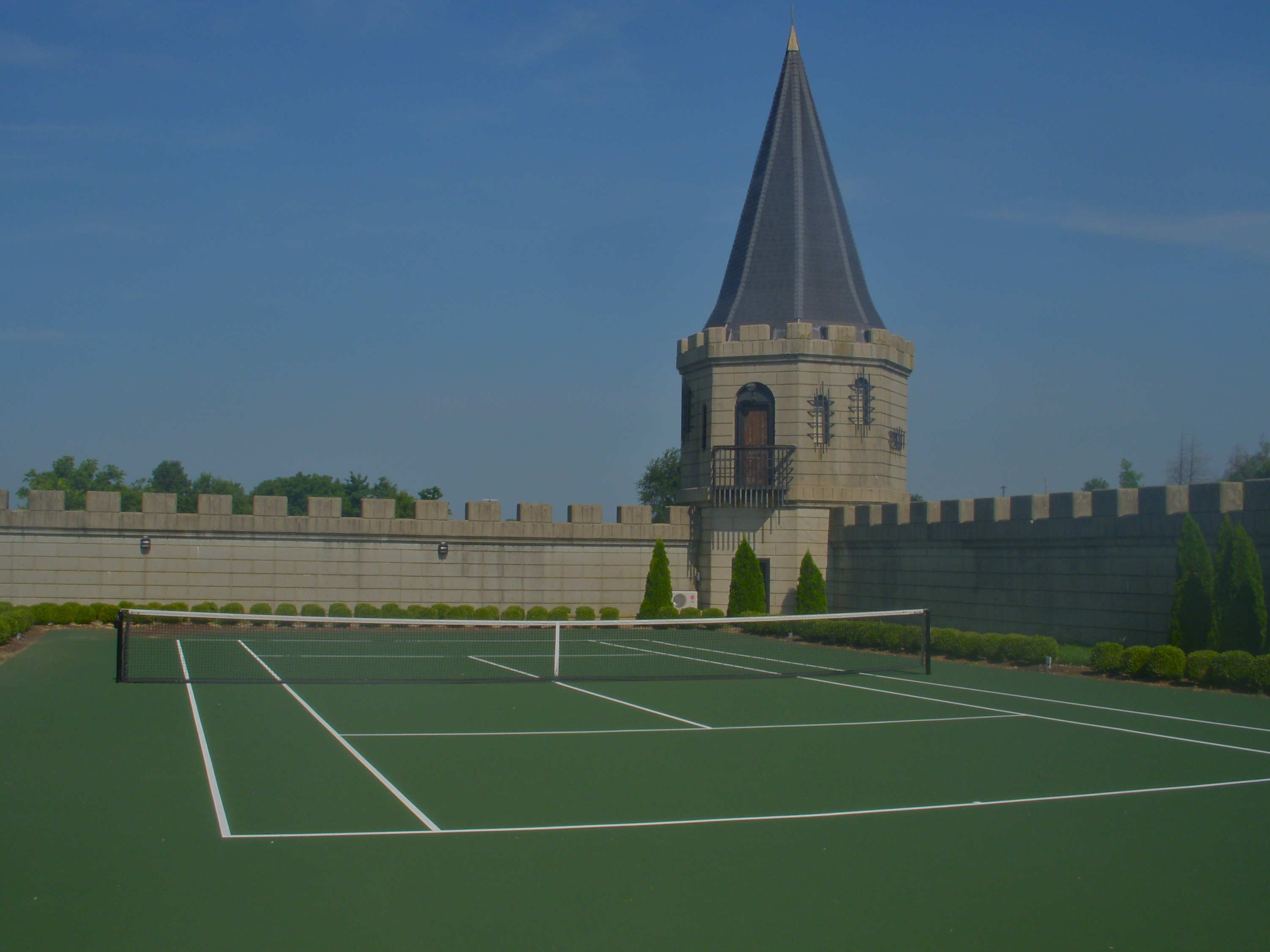 File Martin Castle Aka Castle Post Hotel Behind Its Tennis Court
