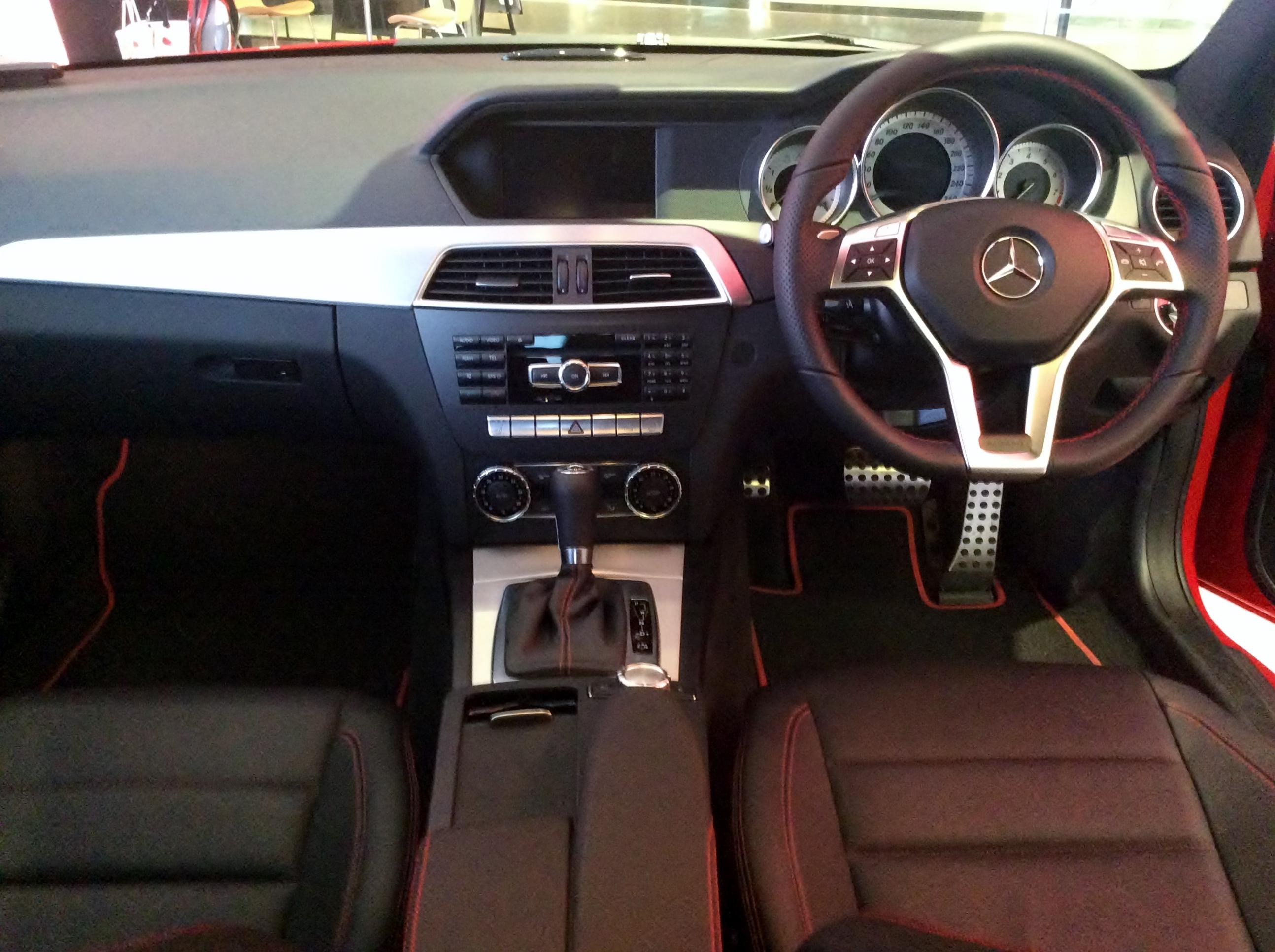 File:Mercedes-Benz C250 Coupé SPORT (C204) interior.JPG ...