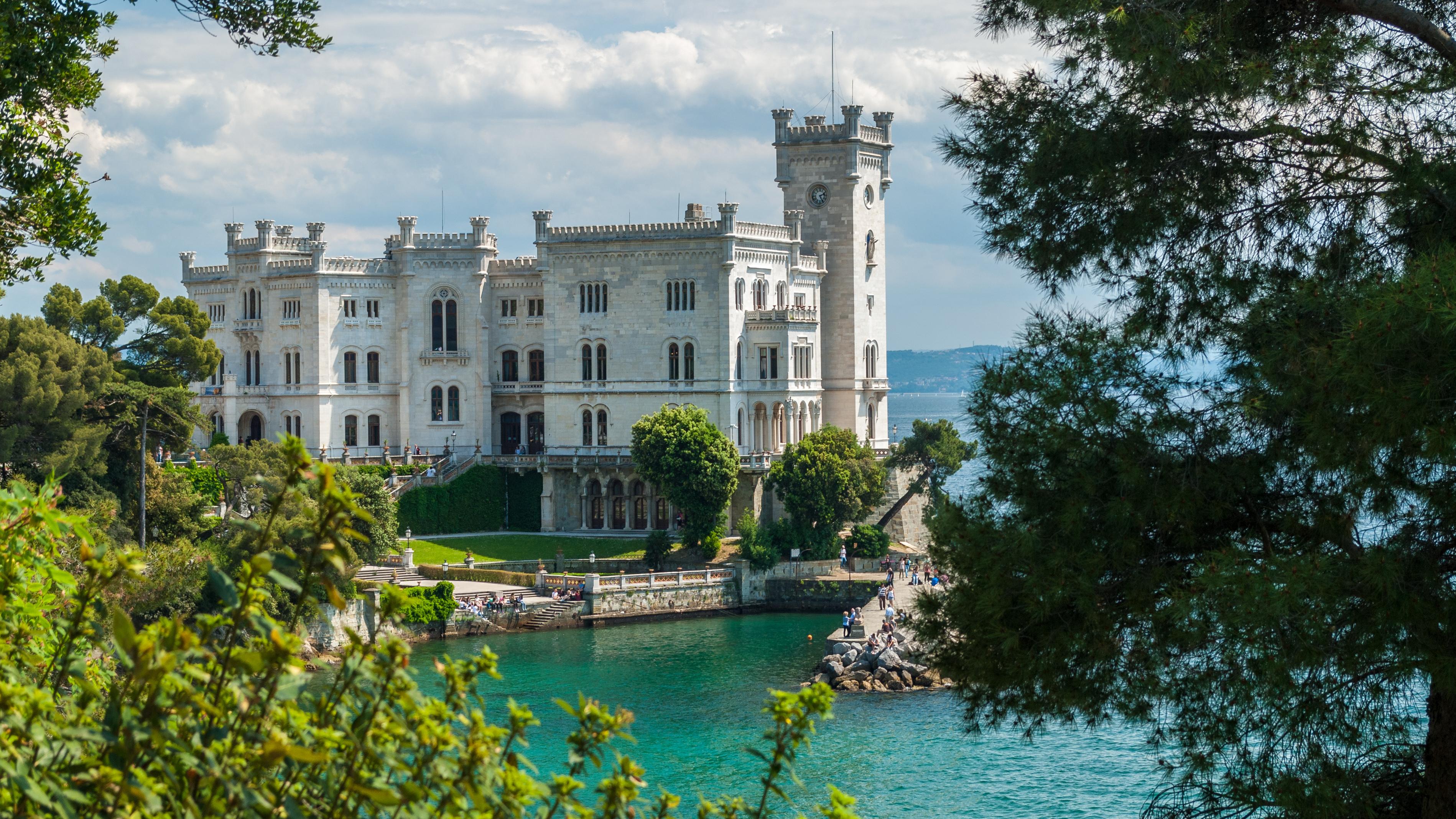 Locks in the price of Venice