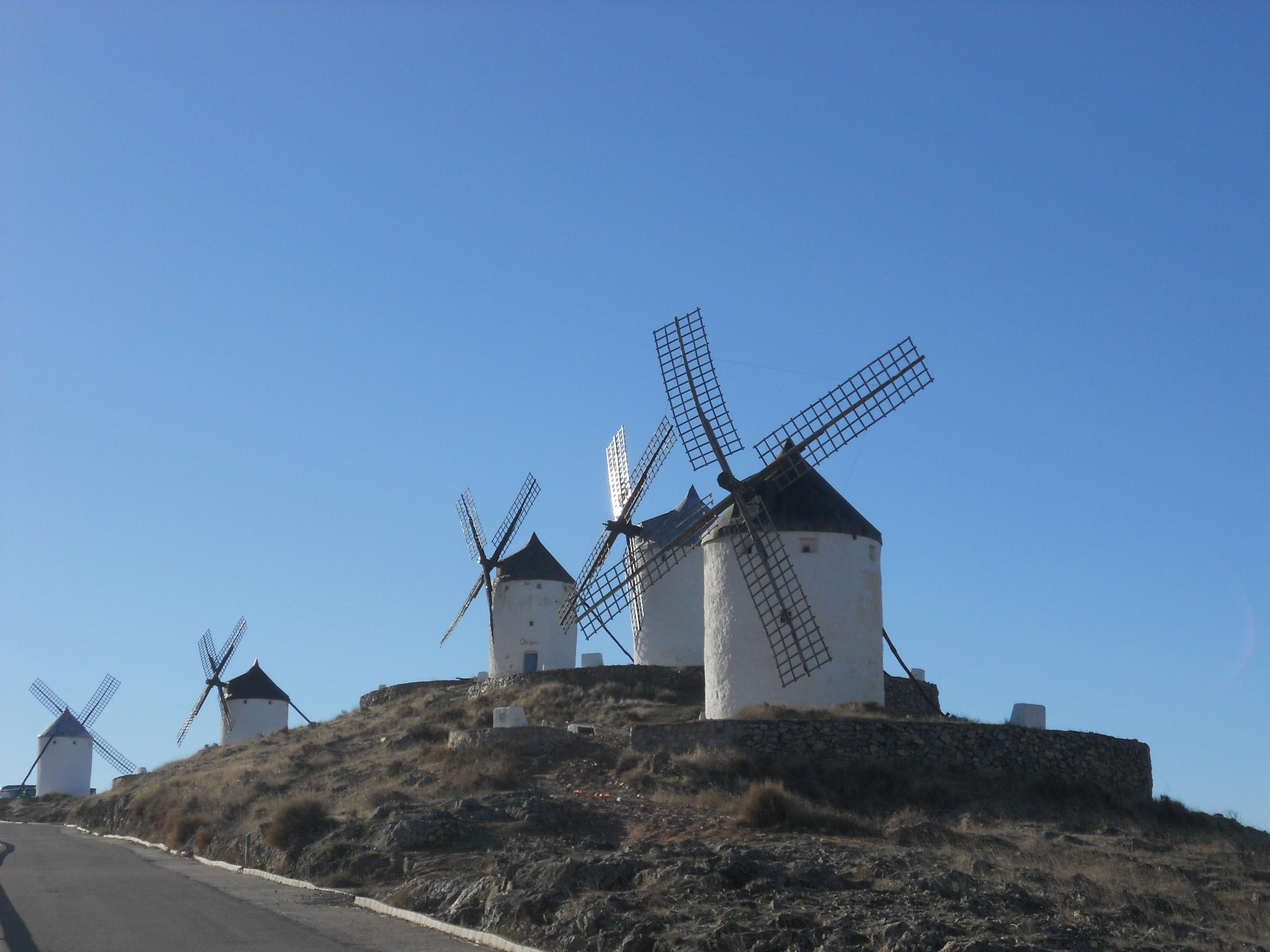 File molinos de viento del cerro calderico jpg wikimedia for Piscina molino de viento y sombrilla