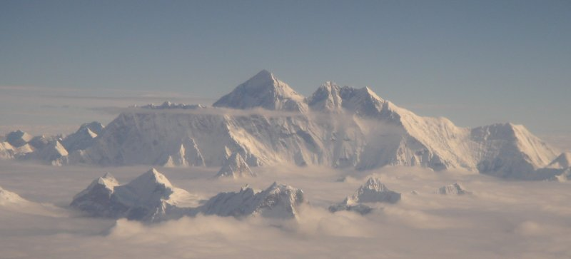 http://upload.wikimedia.org/wikipedia/commons/9/97/Mt_Everest_aer...