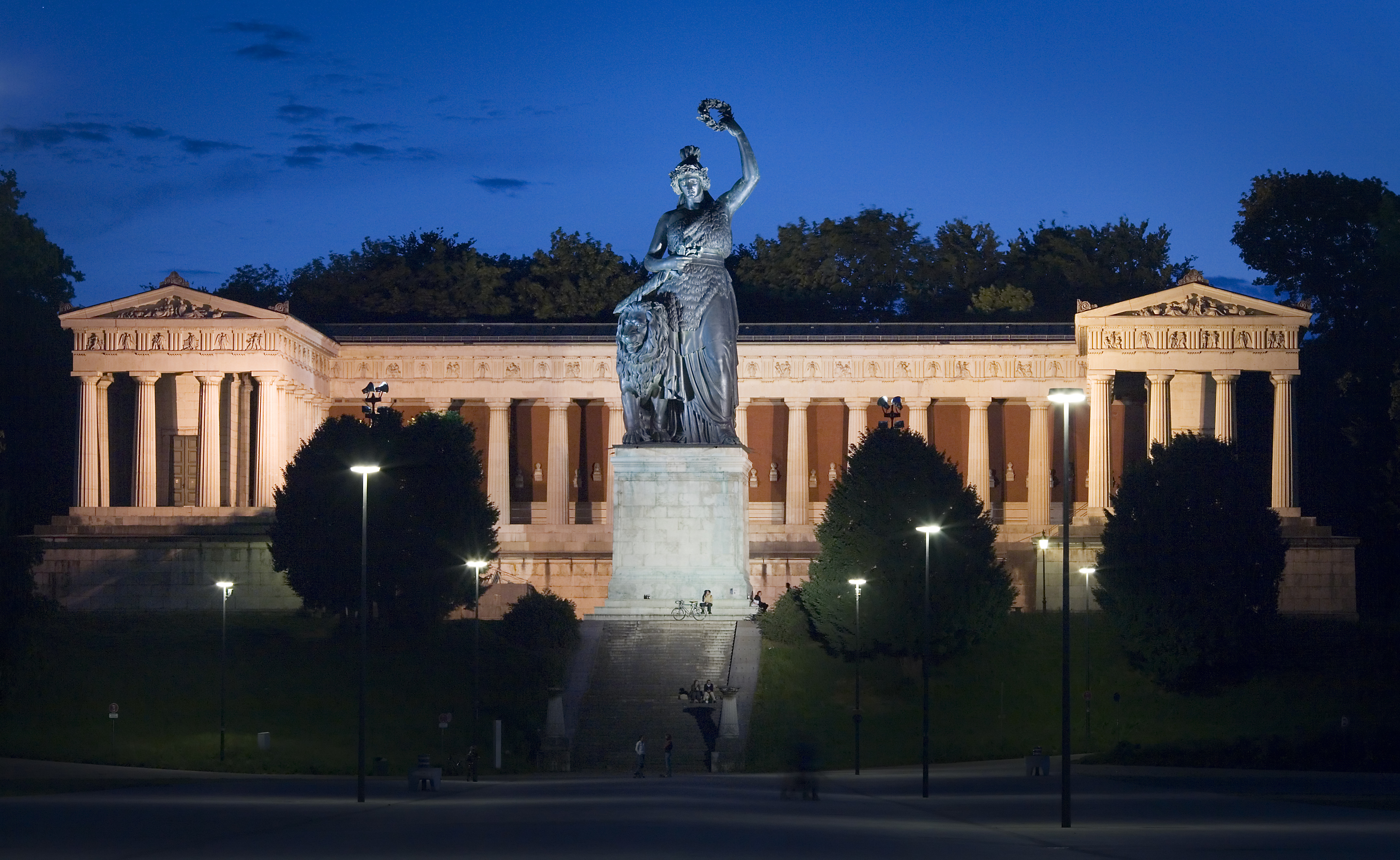 File:Munich - Bavaria statue on the Theresienwiese - 5575.jpg
