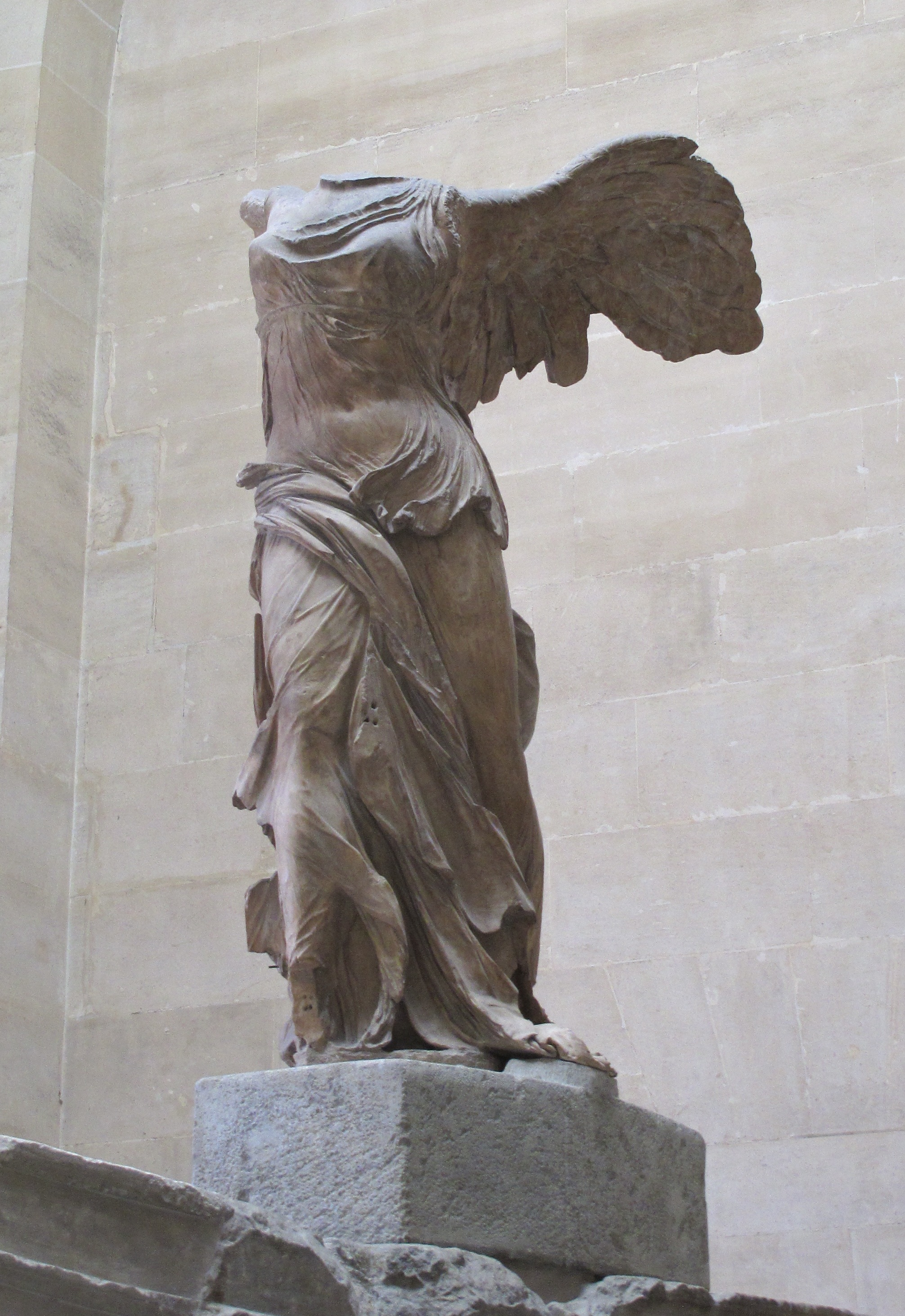 nike of samrothrace Nike (winged victory) of samothrace, lartos marble (ship) and parian marble (figure), c 190 bce 328m high, hellenistic period (musée du louvre, paris.