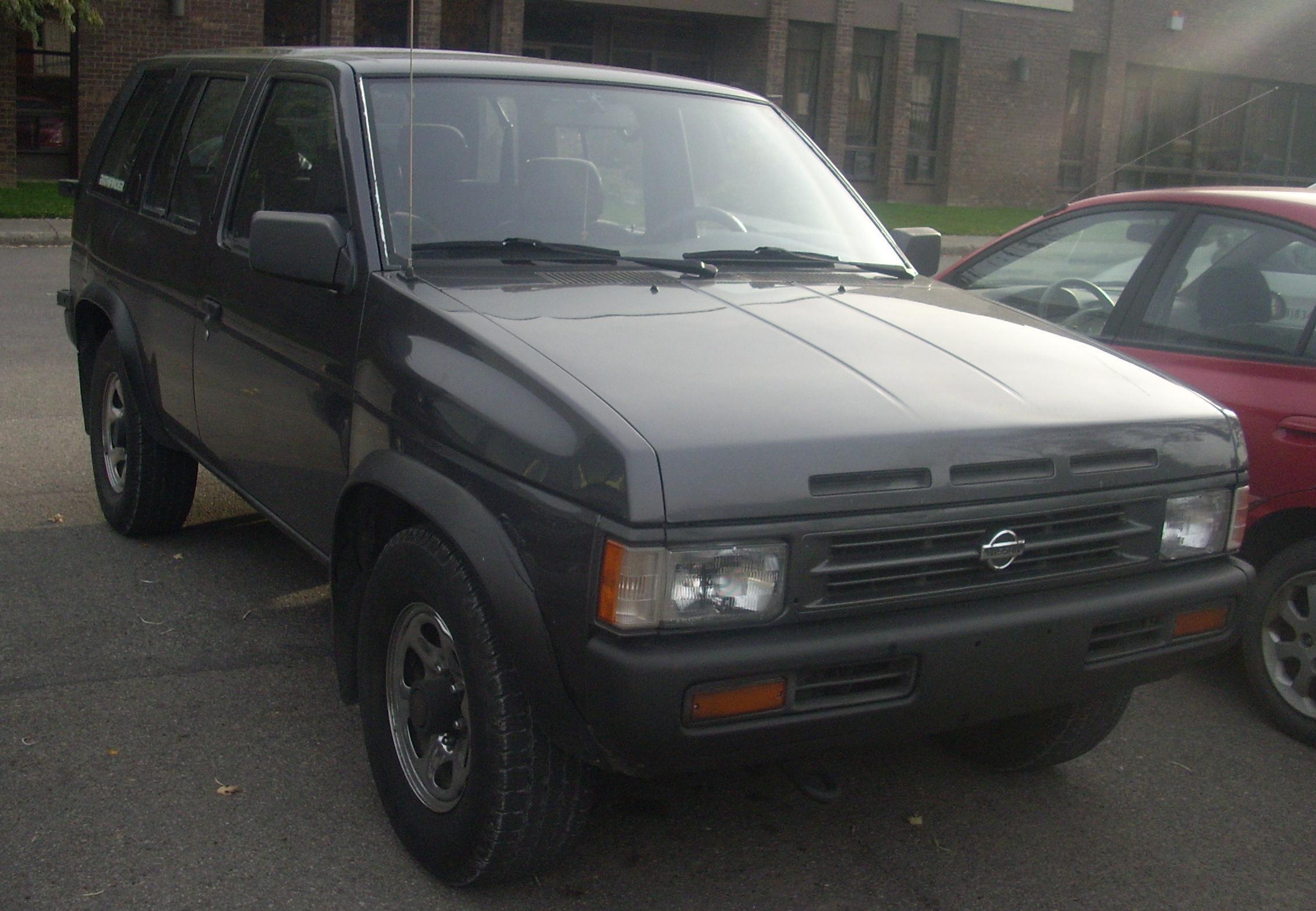 File:Nissan Pathfinder '93-'95.JPG - Wikimedia Commons