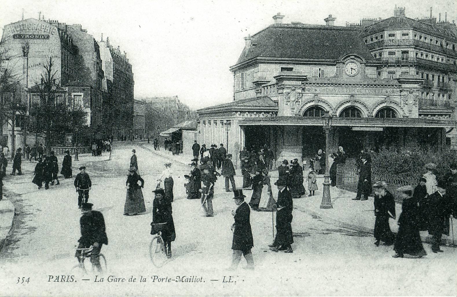 File paris gare de la porte maillot jpg wikimedia commons for La villa corse porte maillot